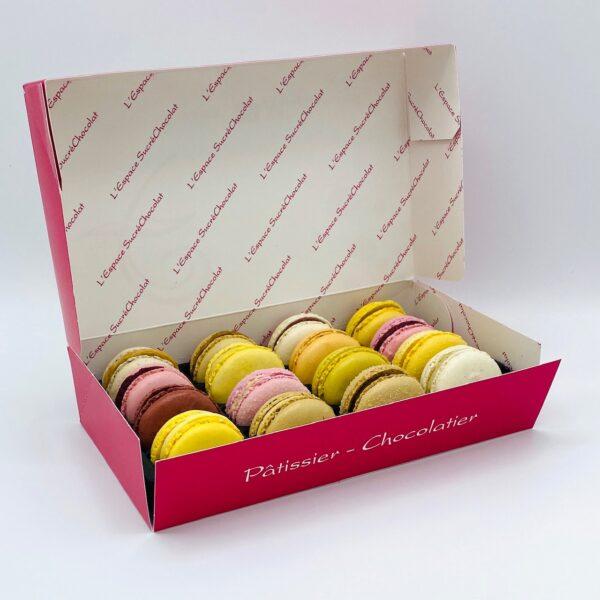 espace-sucrechocolat-boutique-produit-macarons-reglette-de-16-macarons